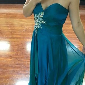 NWT Studio 17 size 14 prom or pageant gown